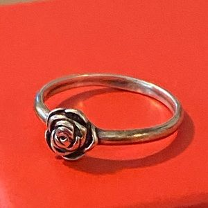 Jewelry - Small rose silver ring